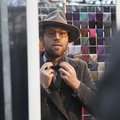 Salesman of ties on the design market Spitalfield shows how to t