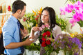 Saleswoman and customer in flower shop Royalty Free Stock Photos
