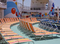 Salotti del Chaise su una piattaforma delle navi Immagini Stock Libere da Diritti