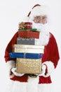 Santa claus holding pile of gift a enveloppé des présents Photos stock