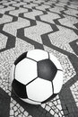 Sao paulo brazil sidewalk de ballon de football du football Photo stock