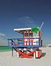 Scène d été avec une maison de maître nageur dans miami beach Photos libres de droits