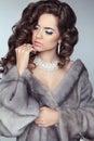 Schönheits mode modell woman in mink fur coat winter brunette gir Lizenzfreies Stockbild