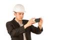 Schließen sie herauf junges ingenieur taking picture using telefon Lizenzfreies Stockbild