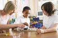Školáci a ich učiteľ veda