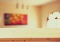 Scrittorio e salone di legno con la finestra d annata e la pittura immagine filtrata indicatore luminoso naturale Fotografie Stock