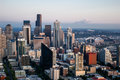 Seattle skyline the with mount rainier in the background Stock Images