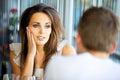 Senhora atrativa Staring em seu noivo com amor Foto de Stock Royalty Free