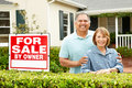 Senior Hispanic couple selling house Royalty Free Stock Photos