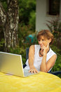 Senior women with laptop Royalty Free Stock Photography