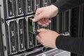 Servidor de la cuchilla de replace hard drive del consultor de las tic Imagenes de archivo