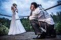 Session de photo avec la mariée et le marié Images stock