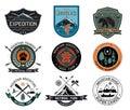 Sada skladajúca sa z starodávny les kemp odznaky a cestovať označenie organizácie alebo inštitúcie a dizajn prvky
