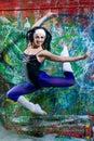 Sexig flickabanhoppning av nyanserad bakgrund Royaltyfria Bilder