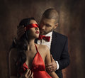 Photo : Couple Love Kiss, Man Kissing Sensual Woman in Blindfold closed  pearl