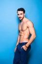 Shirtless mens met baard op blauw Royalty-vrije Stock Foto