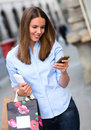 Shopping woman sending a text Royalty Free Stock Images