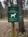 Sign Honden losloopgebied in park De Meinweg, community Roerdalen