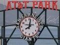 Signe et horloge de stationnement d'AT&T Photos stock