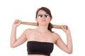 Signora graziosa con una mazza da baseball isolata su bianco Immagine Stock