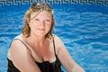 Signora maggiore Sitting dal raggruppamento Fotografia Stock Libera da Diritti