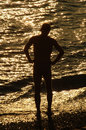 Silouette of a man in front of sea brightly lighted Royalty Free Stock Photos