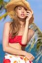 Sinnlig nätt kvinna i sommarstranddräkt Royaltyfria Bilder
