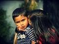 Sorella baciare suo