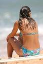 Sitzen auf einem Strand Stockfotos