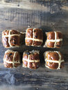 Six hot cross buns in two rows on old wooden table Stock Photography