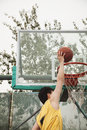 Slam dunk by young man Royalty Free Stock Photography