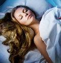 Spacie žena