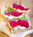 Slices of bread with herb creamcheese and sliced beetroot Stock Photography