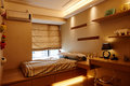 Small bedroom modern warm inviting Royalty Free Stock Photos
