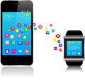 Smartwatch e smart phone Immagini Stock