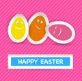 Smiley easter eggs e saluto felice di pasqua sulla st Fotografie Stock