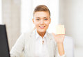 Smiling businesswoman showing sticky note picture of Royalty Free Stock Photography