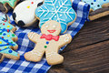 Smiling gingerbread men and christmas cookies Royalty Free Stock Photos