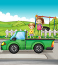 Smiling kids and a truck illustration of Royalty Free Stock Photos