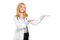 A smiling mature healthcare practitoner gesturing Royalty Free Stock Photos