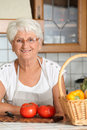 Smiling senior woman in kitchen Royalty Free Stock Photography