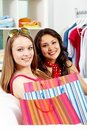 Smiling shoppers Royalty Free Stock Photography