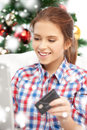 Smiling woman with laptop computer and credit card x mas christmas online shopping happiness concept happy over christmas tree Stock Photography