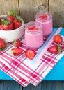 Smoothies z jogurtem i truskawkami owoc cocktail diety dri Fotografia Stock
