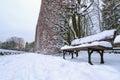 Sneeuw parklandschap met empy bank Stock Fotografie