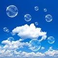 Mýdlo bubliny na modrá obloha