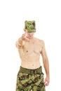 Soldat militaire dans l uniforme de camouflage se dirigeant à l appareil photo Images stock
