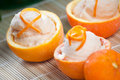 Sorbet orange en fruits évidés Photo stock