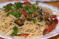 Spaghetti with clams and cherry tomatoes Stock Photography