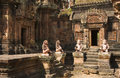 Specificerade carvings på det banteay srei tempelet angkor wat cambodja Royaltyfri Bild